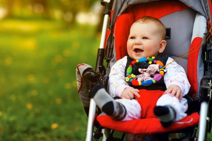 ab wann k nnen baby sitzen im kinderwagen energie und baumaschinen. Black Bedroom Furniture Sets. Home Design Ideas